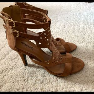 Qupid Heels Sandals 6 Brown Gold Studs Strappy